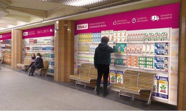 Das erste virtuelle Lebensmittelgeschäft in Warschau U-Bahn